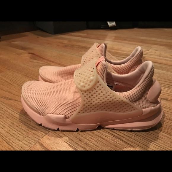 Nike sock dart. Salmon color men s size 8. M 5a7b9a5050687cde445358a3 441626dc3